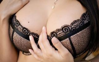 Родинки на груди у женщин